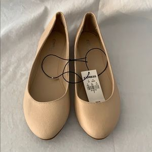 Express nude flats. NWT, never worn. Size 7